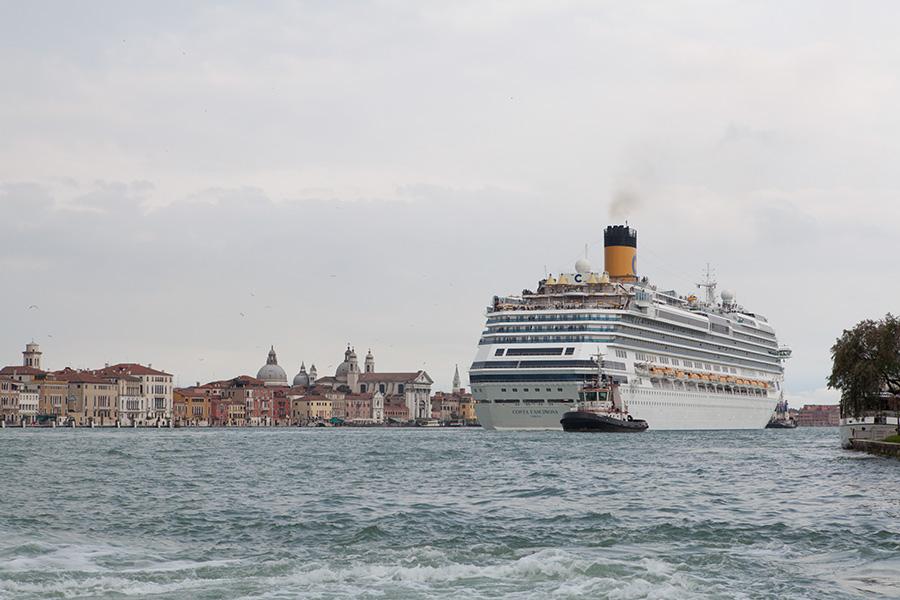 Ship_in_Venice_small