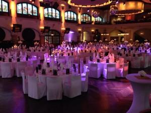 La sala della Löwenbräukeller di Monaco di Baviera addobbata per la cena di gala dei FESPA Awards 2014.