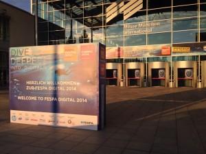 L'ingresso della München Messe poche ore prima del via.