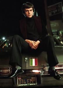 Peter Gabriel sul Sunset Boulevard nel 1976. © 1976 Armando Gallo.