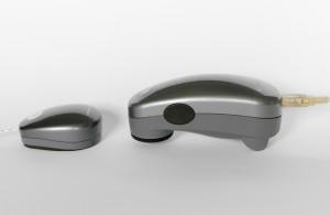 Un colorimetro (a destra) e uno spettrofotometro (a sinistra) a confronto.