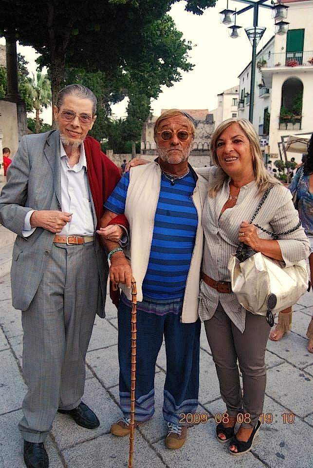 Al fianco di Lucio Dalla, Renato Acri, assieme a sua sorella Marisa.